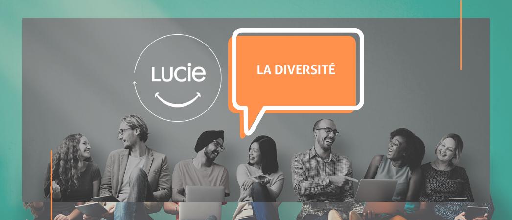 Groupe de personnes issues de la diversité par terre avec logo de l'Agence LUCIE